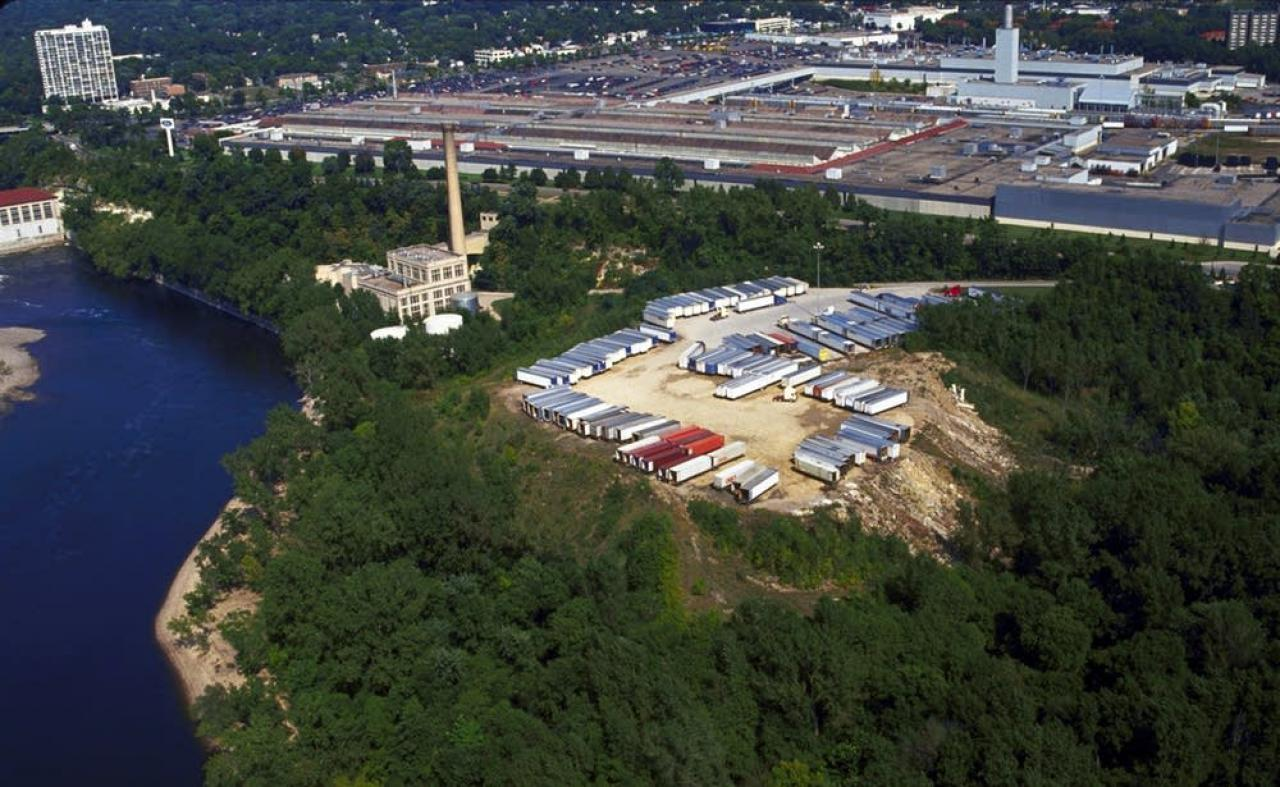 The massive Ford site along the Mississippi River in St. Paul. Photo used with the permission of the Metropolitan Design Center. ©Regents of the University of Minnesota